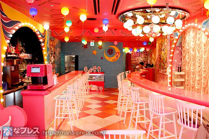 カフェ「PINK KAWAII」内観写真