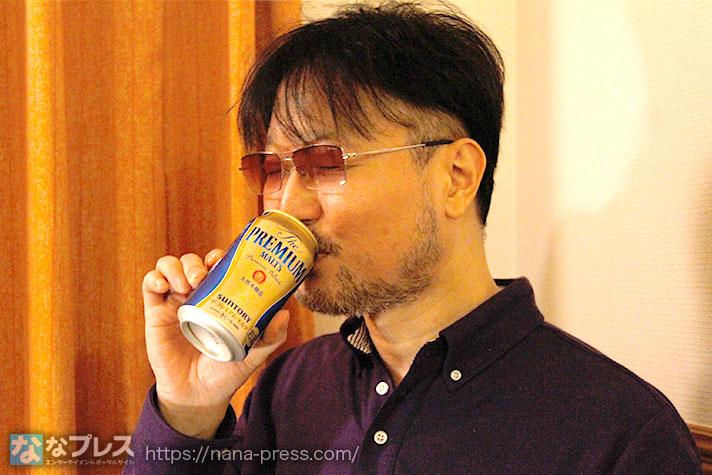ビールを飲むガリぞう