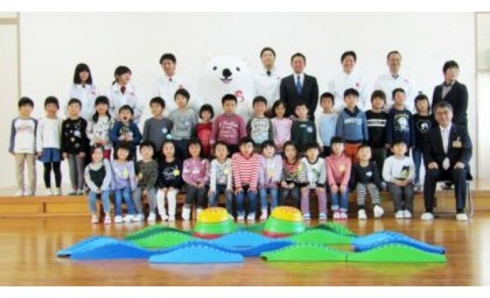 澤田グループが、富山県内の保育園に遊具を寄贈
